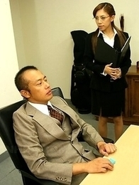 Ramu Nagatsuki slurps a fat cock