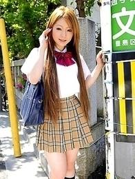 Teen chick Ria Sakurai shows off