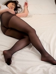 Hottie in pantyhose Mizuho Shiina resting on a bed before teasing you
