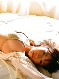 Mai Nishida is so happy to feel sun light on her sexy body