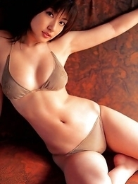 This gorgeous gravure idol Yoko Kumada is easy to fantasize about in lingerie